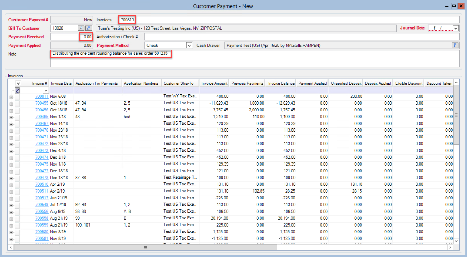 Customer Payments window; shows location of the Invoices field, Payment Received field, and Note field.
